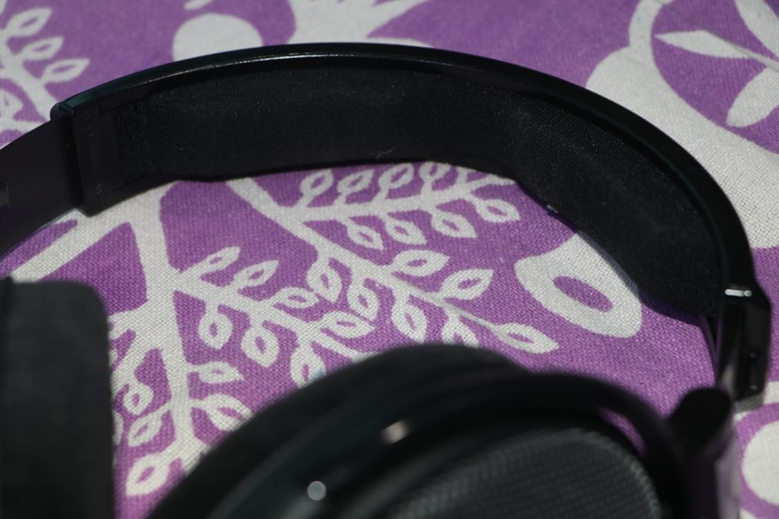 The headband cushioning looks just like the one used in HD 650/6XX and is on the stiffer side