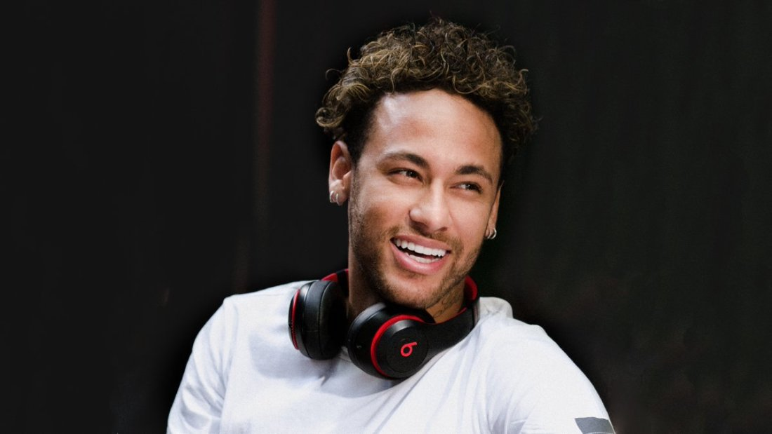 Neymar wearing his custom Beats Studio 3 Wireless