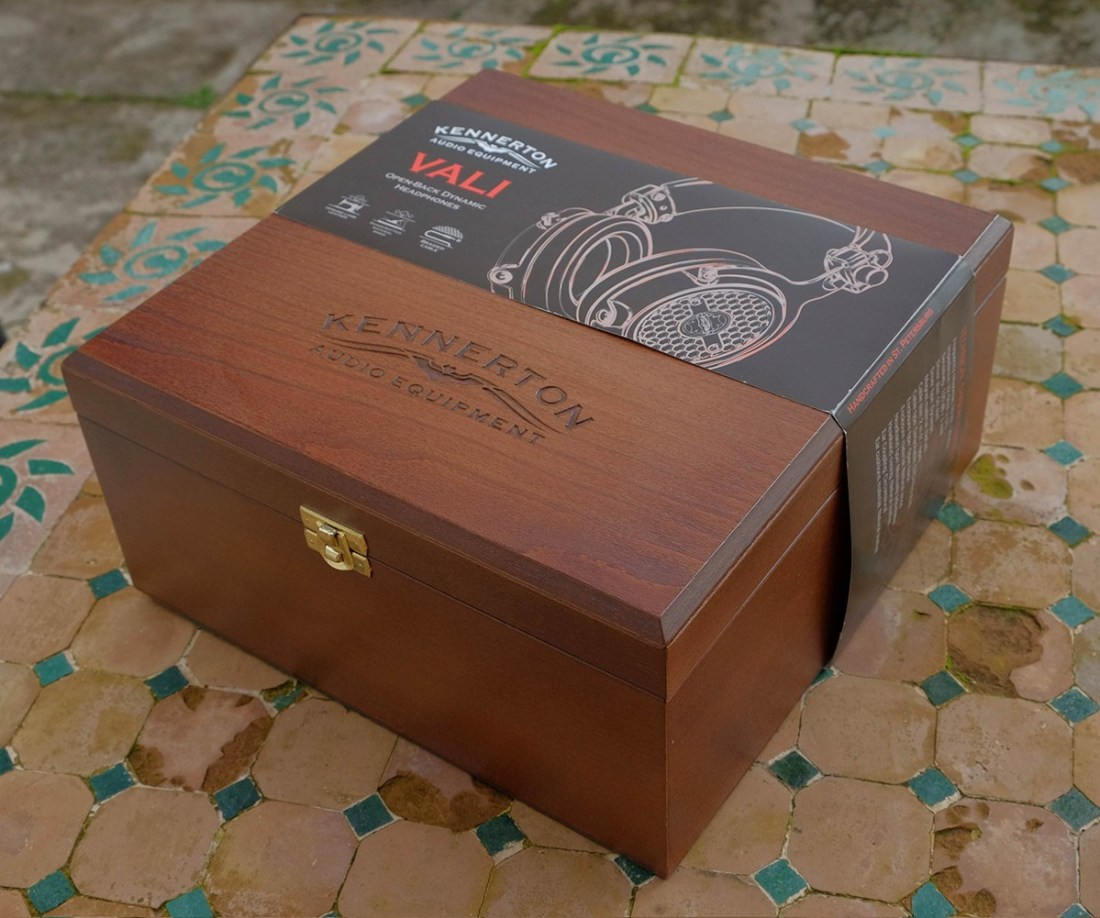 Classy and elegant outer box