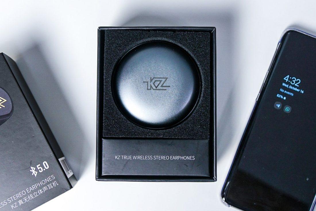 KZ T1 inside the packaging
