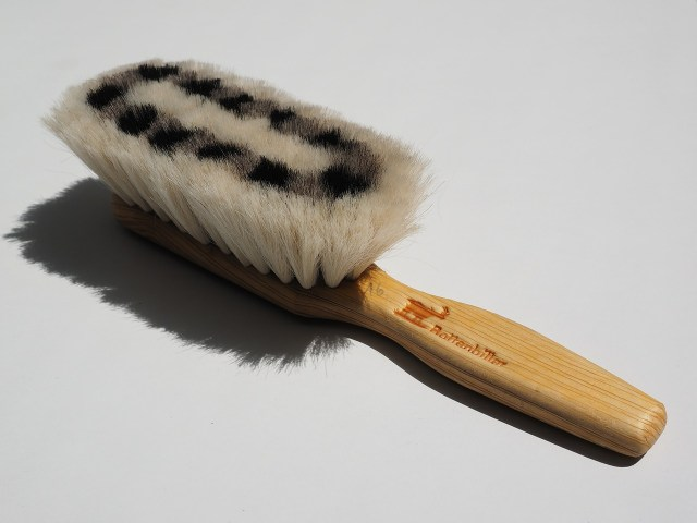 brush laptop cleaning