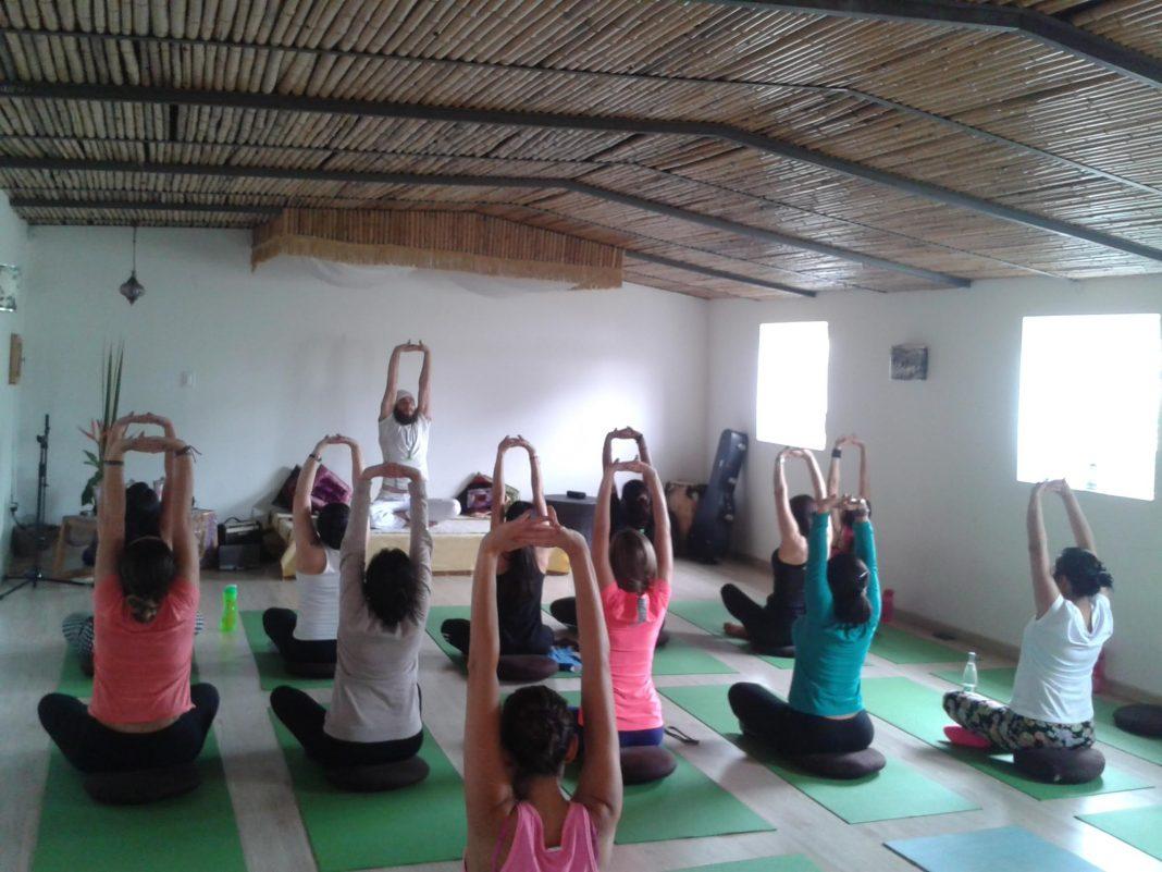 Clases de yoga desde la comodidad de casa - Clases de yoga en casa ...