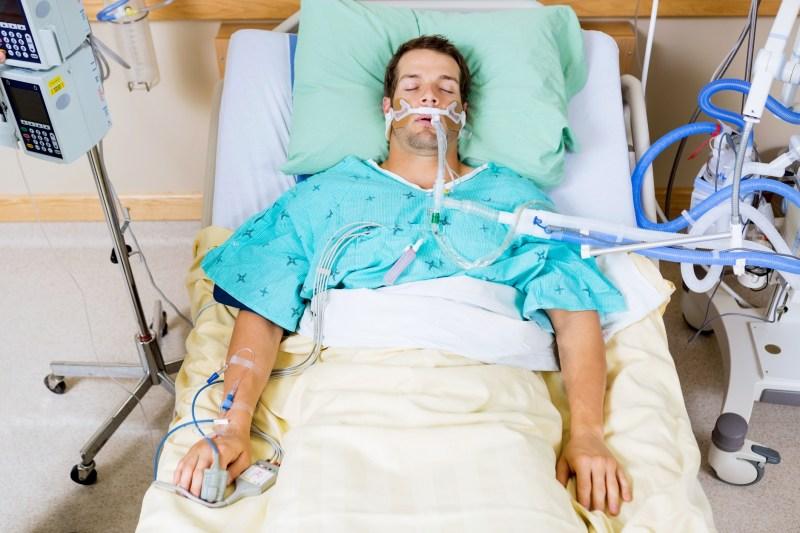 Résultat de l'image pour Patient sur le lit d'ICU