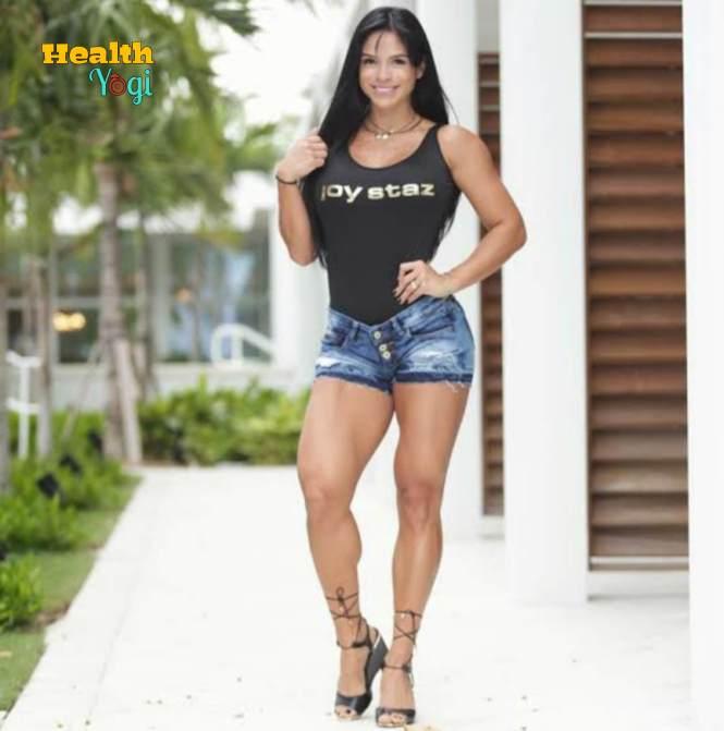 Michelle Lewin Full Body HD Photo