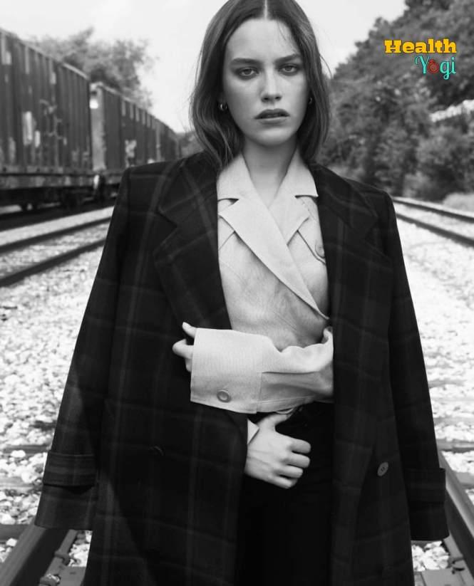 Victoria Pedretti Photo