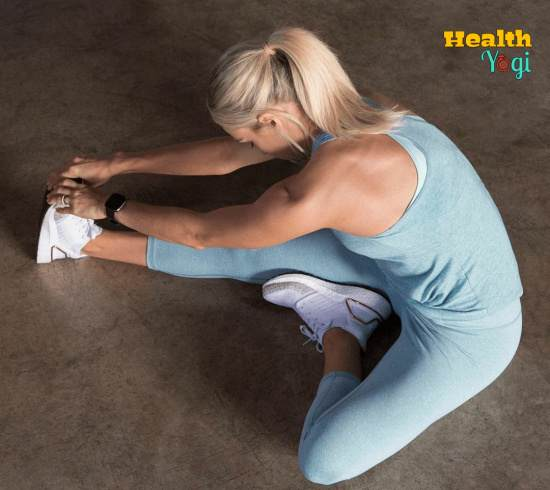 Carrie Underwood Stretching