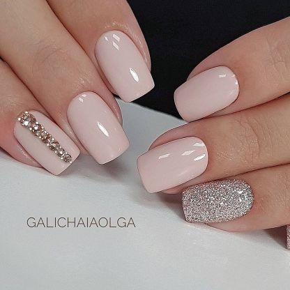 Light nails with gems