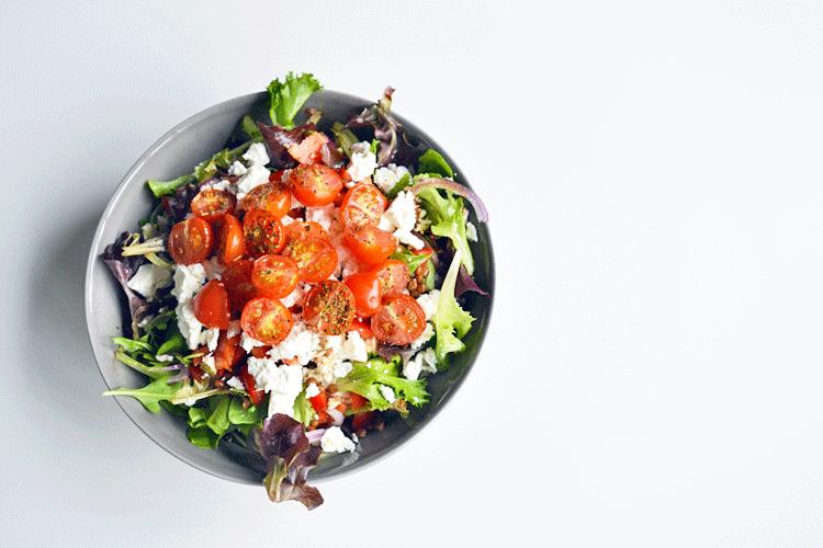 Salade met geroosterde tomaat, linzen en feta