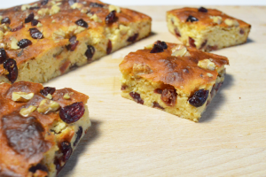 Eiwitrijke lemon blondie met cranberries