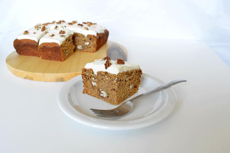Carrotcake met pecannoten en lemon curd topping