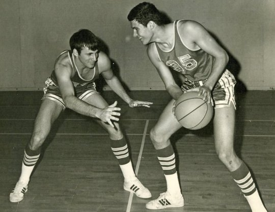 Jay Inslee (right) playing basketball as a teenager. Photo: The Seattle Times