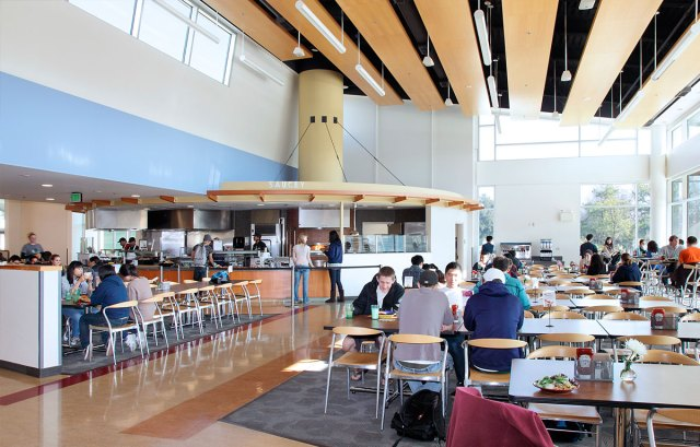 10 healthy university dining halls on american campuses for U of t dining hall