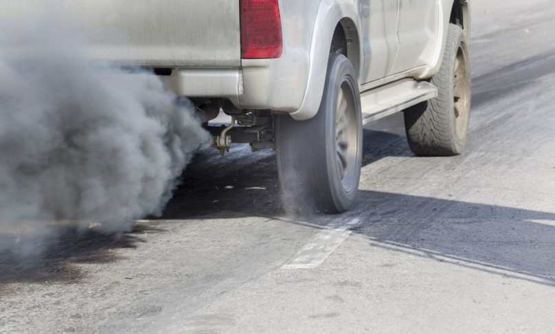 54750674 - air pollution from vehicle exhaust pipe on road, Copyright: toa55 / 123RF Stock Photo