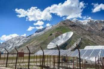 43433021 - big satellite dishes antena and solar panels at rangdum, padum, zanskar valley, india. Copyright: <a href='https://www.123rf.com/profile_nuiiko'>nuiiko / 123RF Stock Photo</a>