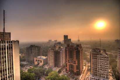 https://upload.wikimedia.org/wikipedia/commons/e/e7/Connaught_Place_sunset.jpg