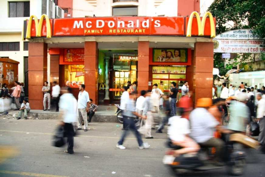 Obesity in India. McDonald's in Delhi. Copyright: paulprescott72 / 123RF Stock Photo