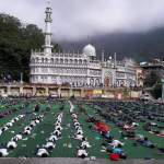 Crowds practise yoga in Nainital, Uttarkhand on International Yoga Day, 2017. Image credit: By Jbharti749 [CC BY-SA 4.0 (https://creativecommons.org/licenses/by-sa/4.0)], from Wikimedia Commons