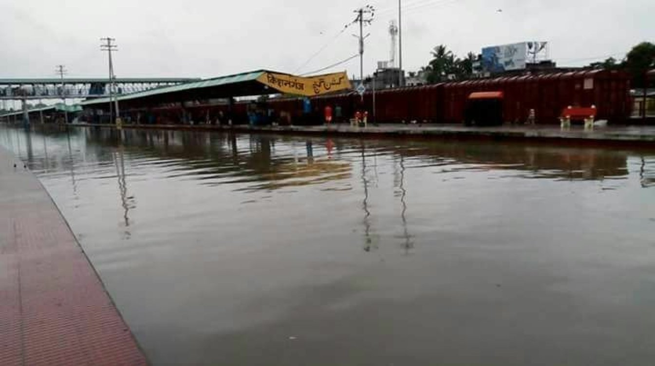 Heavy flooding continues to ravage India