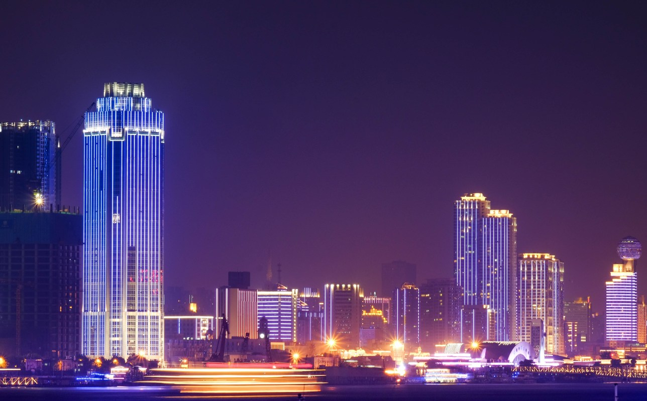 123 rf: Stock Photo - At the riverside and night time at the Yantze River of Wuhan City of China. is special name. Lighting in many building in there.