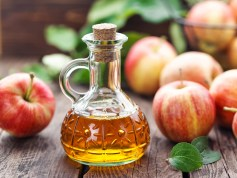 The 3 best natural remedies for acne - apple vinegar