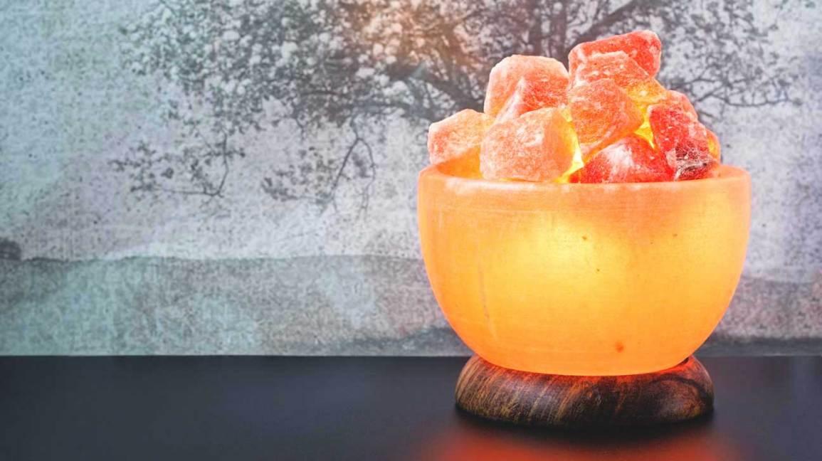 Bowl-shaped Himalayan salt lamp