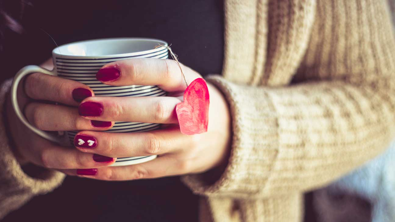 10 healthy herbal teas you should trywoman holding tea cup