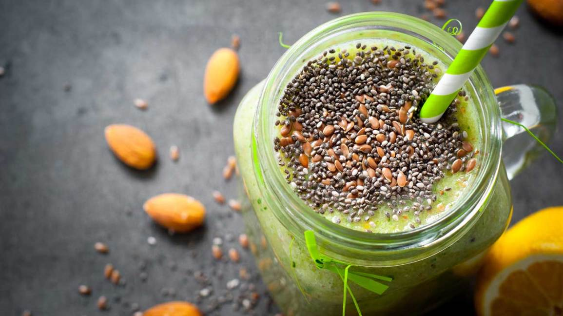 Smoothie With Chia and Flaxseeds