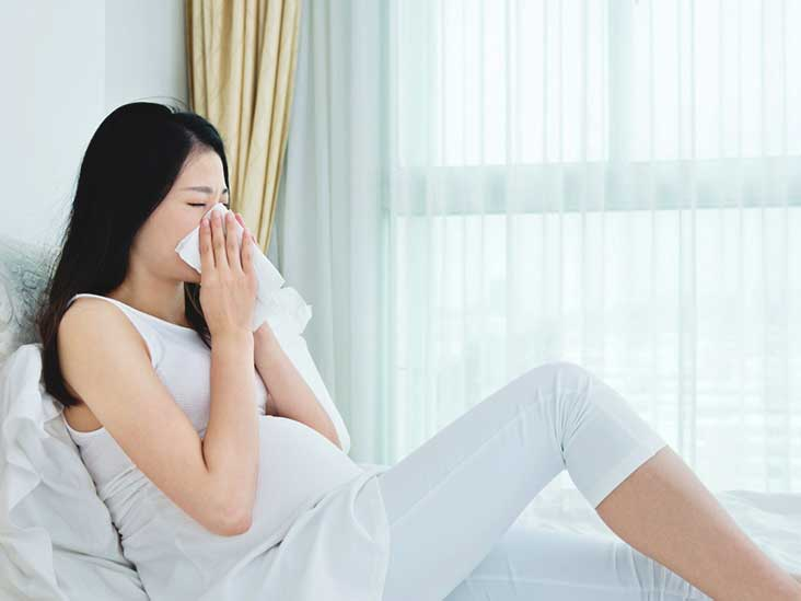 Sneezing during pregnancy: possible causes and characteristics of treatment