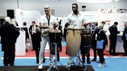 Begleitet wurde die Eröffnung durch rhythmische Klänge.