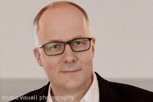 Klaus Mueller ist Geschäftsführer von TWT Digital Health in Heidelberg. Seit der Gründung der Digitalagentur 1997 (damals unter dem Namen xmachina – Advancing E-Health) ist der Experte für Digital Health damit Ansprechpartner, wenn es um zukunftsweisende E-Health-Lösungen, medizinische Software, Healthcare-Apps und Gesundheitsmarketing geht. Seine besondere Expertise liegt im Bereich Beratung und Dienstleistungen rund um die Erstellung und Zertifizierung von Software als Medizinprodukt (SaMD).