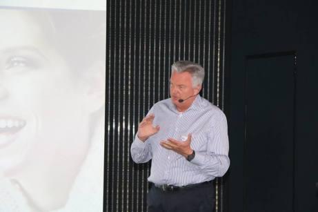 Prof. Dr. Ralf Rössler beim Launch-Event von Oral-B