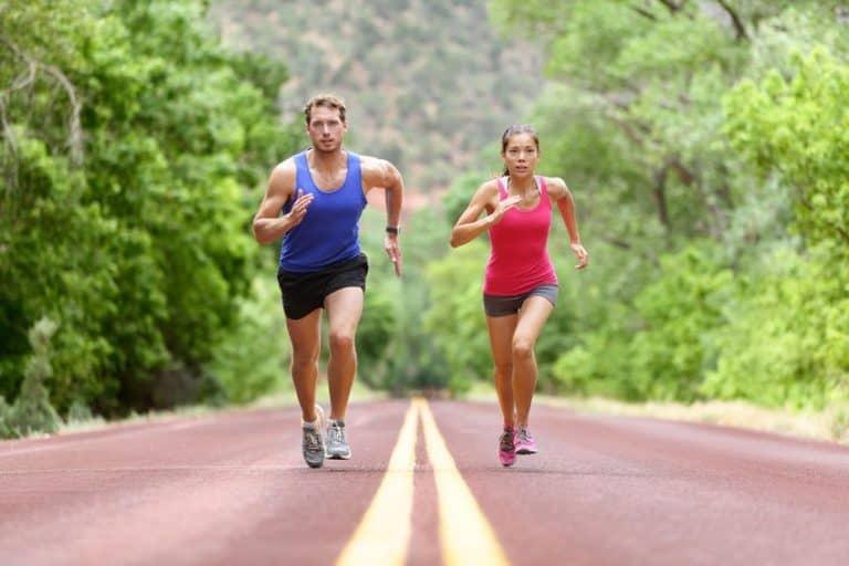 Due persone che si allenano