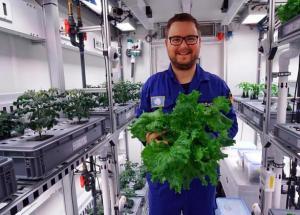 German Scientists Stationed In Antarctica Harvested Vegetables At -20 Degrees Celsius
