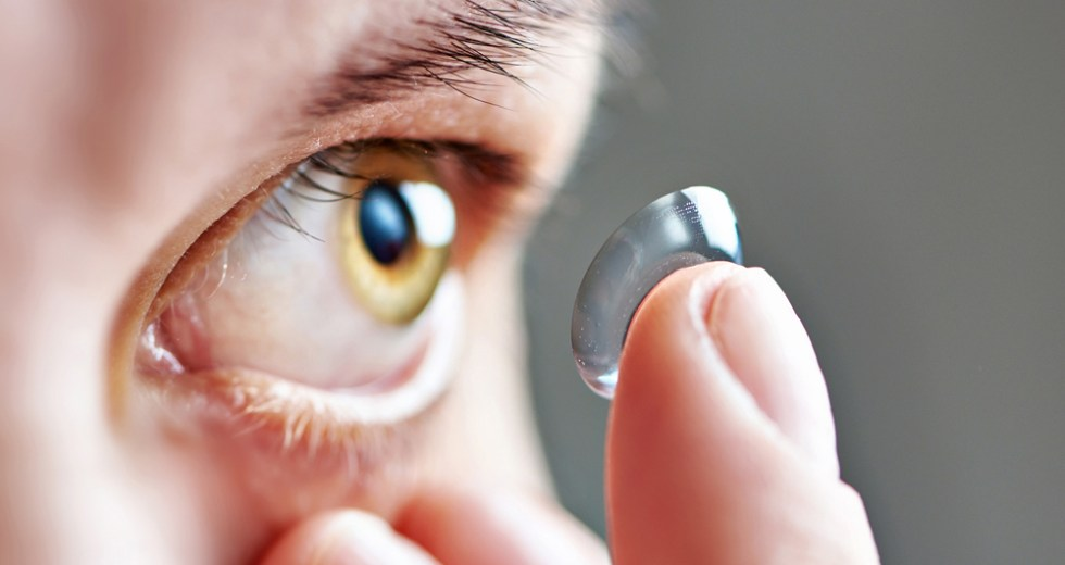 How to Prevent Dry Eyes When Wearing Contact Lenses