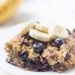 Easy Make-Ahead Banana Blueberry Baked Oatmeal
