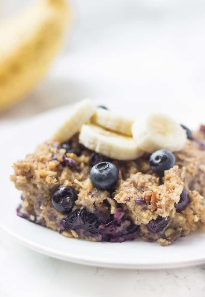 The BEST banana blueberry baked oatmeal! Whip it up on Sunday night & to enjoy it all week long!