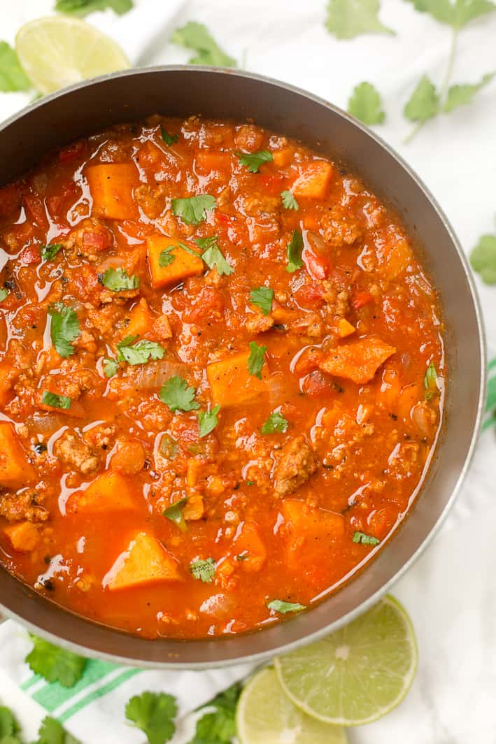 This Paleo sweet potato chili is an easy one-pot dinner recipe with only 8 ingredients! Whole30 approved, can use ground turkey or ground beef.