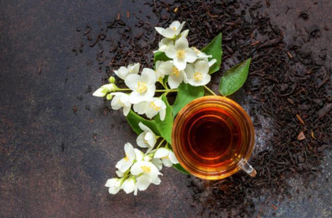 شاي الياسمين من أنواع الشاي المفيدة