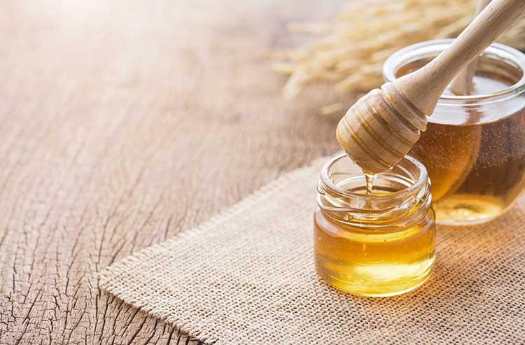 فوائد العسل العلاجية لحالات الجروح والحروق