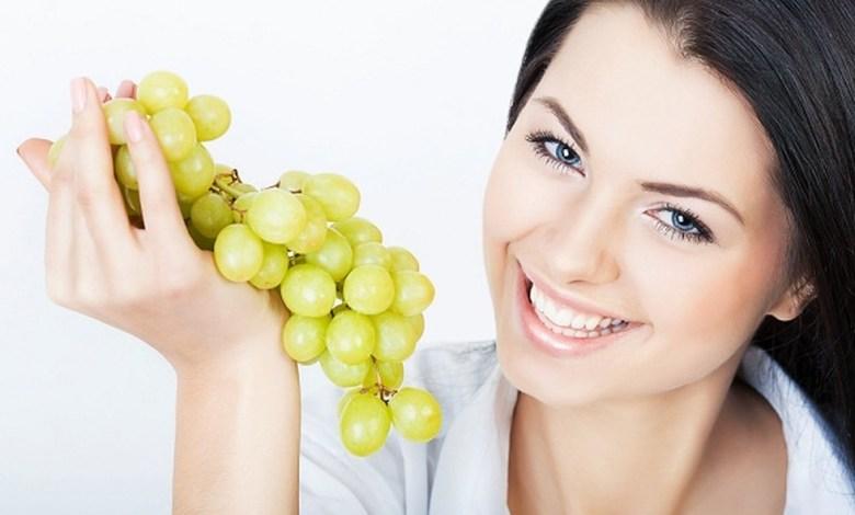 فوائد العنب للبشرة