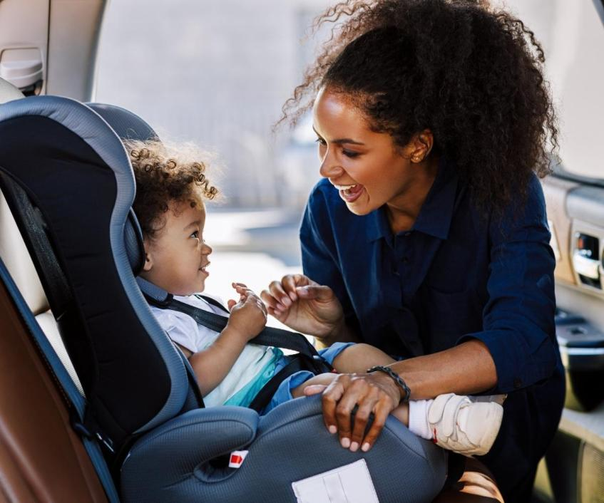 Adult buckling child in carseat