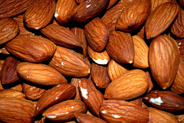 Almonds contain 37mg per 1/2 cup