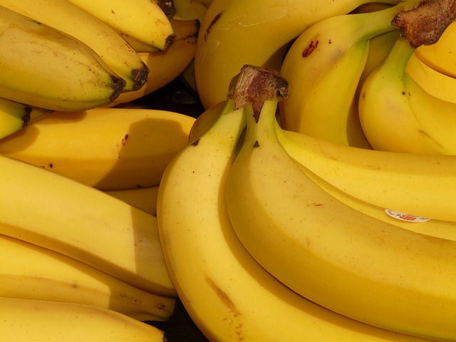 Bananas contain 0.32mg per 3oz