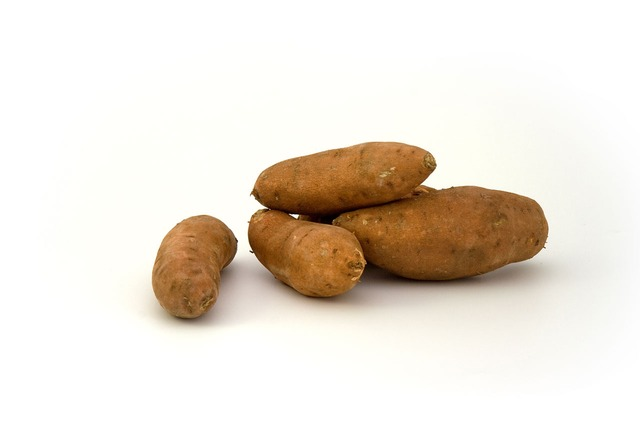 Sweet potatos contain 1.77mg per cup