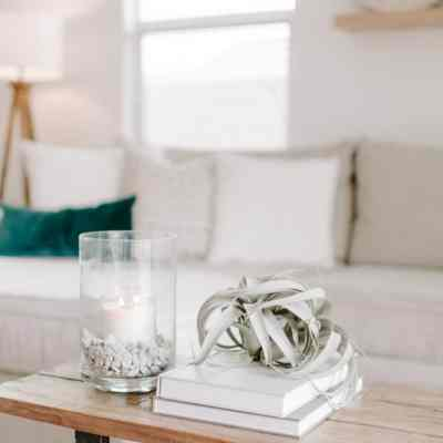 Clutter-free living—we all want it! But, how do you keep clutter from making itself at home in your home? Clutter free living isn't what you think—or is it? #healthylivingmom #clutterfree #clutter