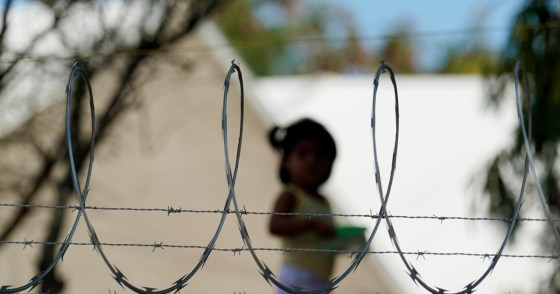 US to allow migrants from Mexico as critics slam 'kids in cages' | Coronavirus pandemic News