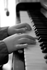 hand-piano-1431977