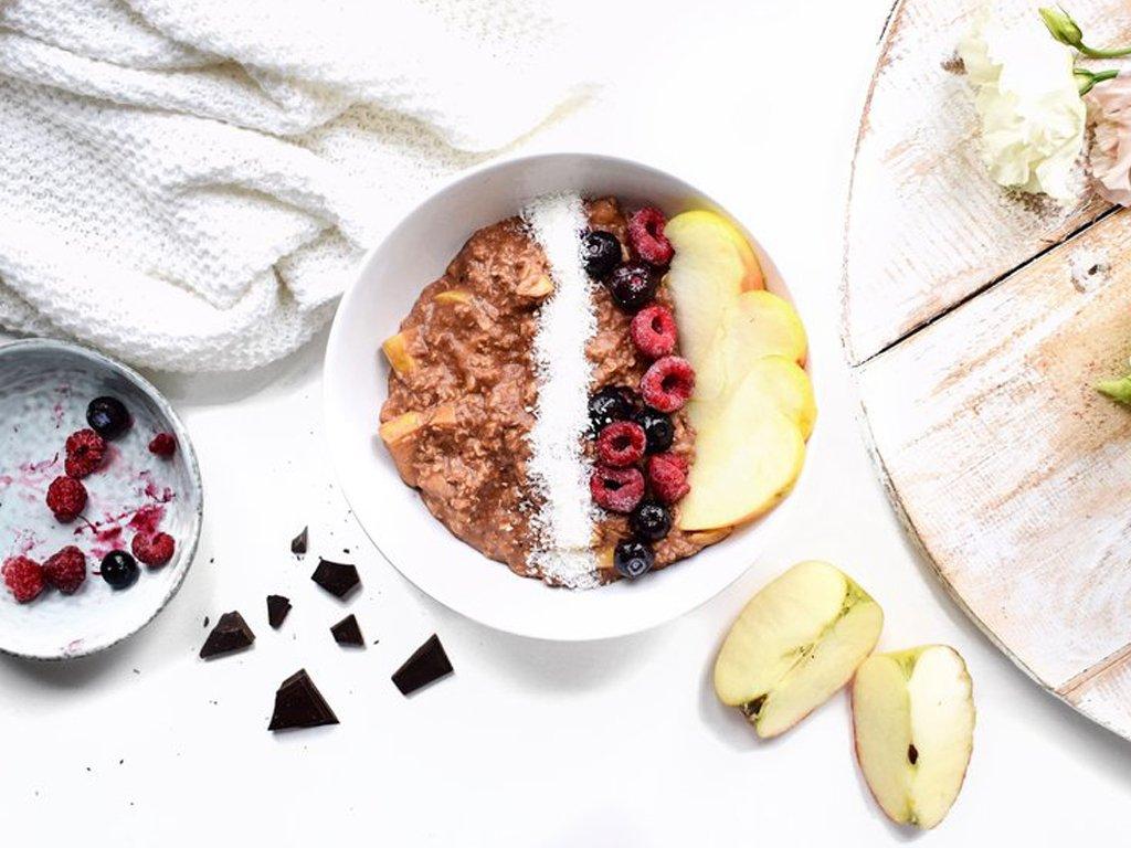 Havermout met bosvruchten   Ontbijt recept   Healthy Wanderlust