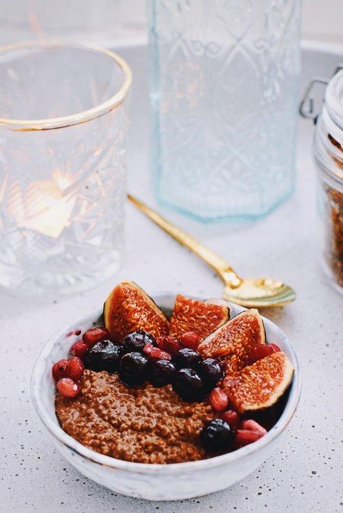 Chocolade quinoa ontbijt bowl | Gezond ontbijt | Healthy Wanderlust