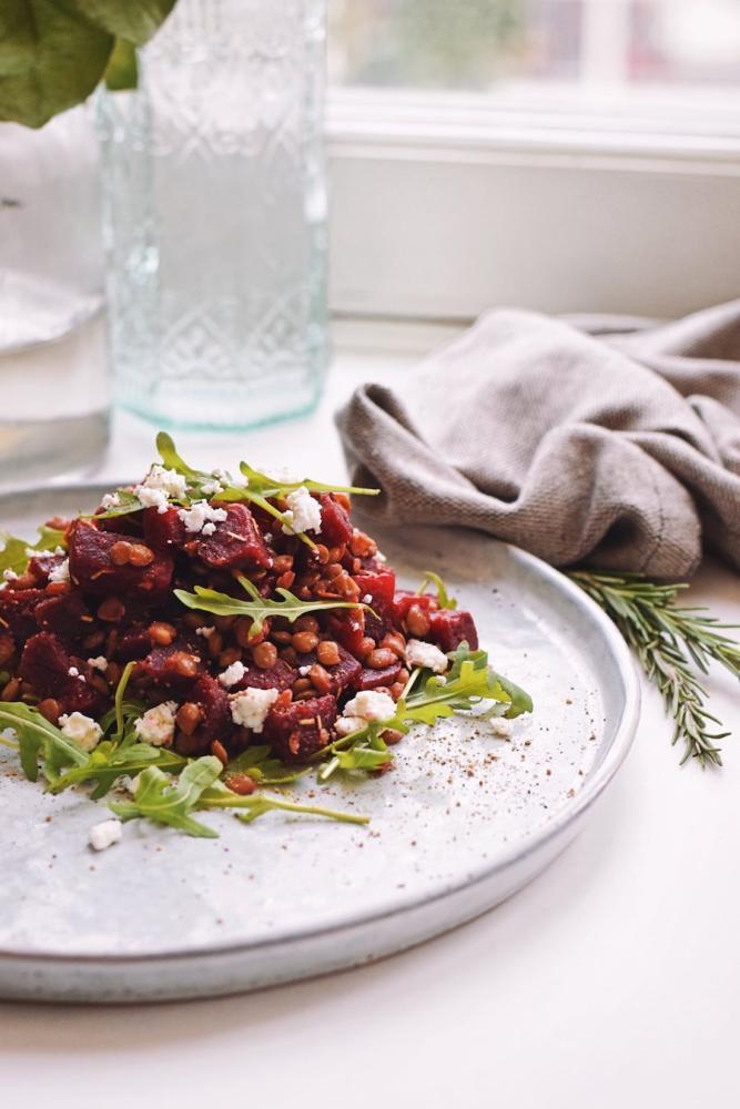 Bietensalade met geitenkaas en linzen | Salade recept van Healthy Wanderlust